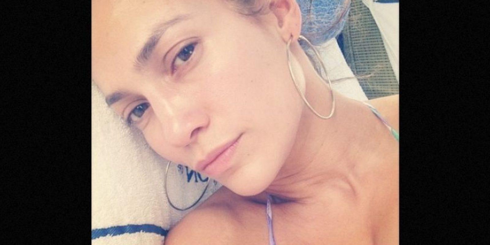 Esta no es la primera vez que JLo presume su rostro libre de maquillaje. Foto:Instagram/jlo