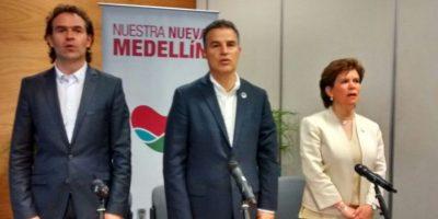 Federico Gutiérrez, Alcalde electo; Aníbal Gaviria, Alcalde de Medellín y Liliana Caballero,directora del Departamento Administrativo de la Función Pública Foto:Cortesía: Alcaldía de Medellín