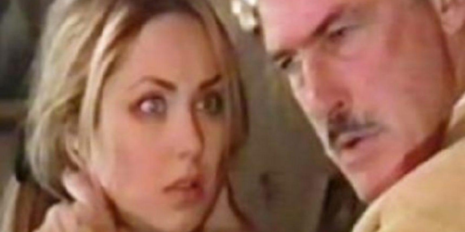 Este la engaña con otra mujer y tiene un hijo de ella. Foto:vía Televisa