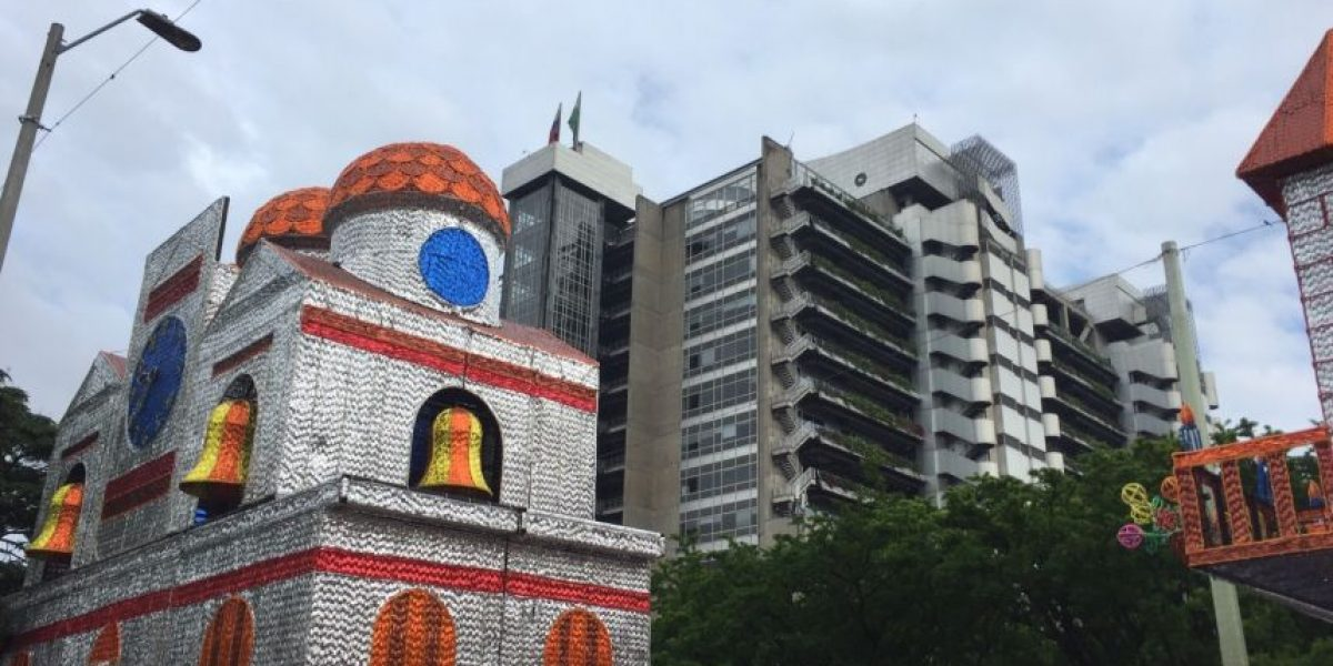 Fotos: El Alumbrado Navideño en Medellín ya está instalado en un 60%