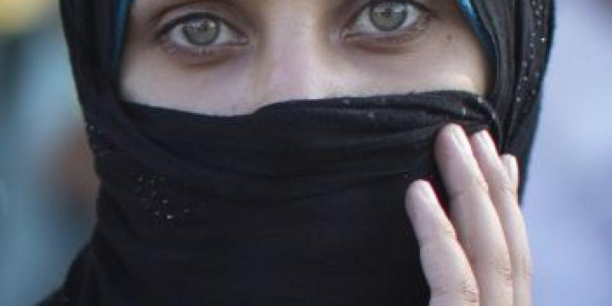 Combaten a Estado Islámico y utilizan a mujeres enjauladas como escudos humanos