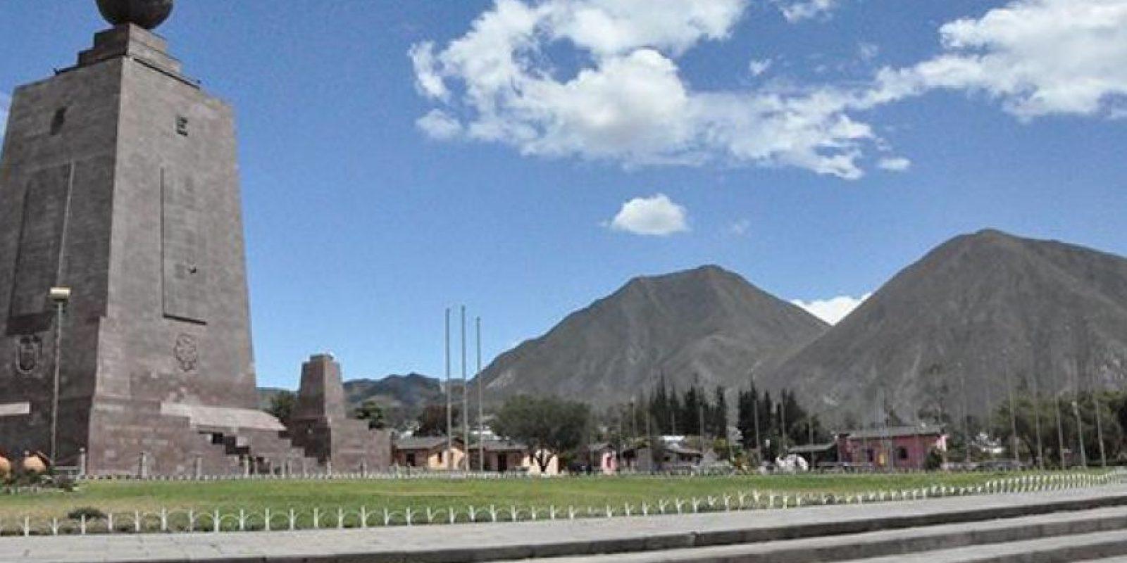 Monumento ciudad del mundo se construyó en honor a la misión Geodésica francesa que determino que este era el punto de la latitud 0°0'-0'' Foto:Vía quito.com.ec