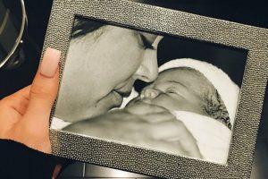 """""""El momento en que nos conocimos"""", Kylie Jenner festejó con esta foto del día en que nació. Foto:vía instagram.com/kyliejenner"""