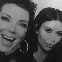 """""""Feliz cumpleaños número 60 a la mejor madre y amiga. Ahora que soy madre me doy cuenta el trabajo tan difícil que es serlo y nadie lo hace mejor que tú, te amo."""" Foto:vía instagram.com/kimkardashian"""