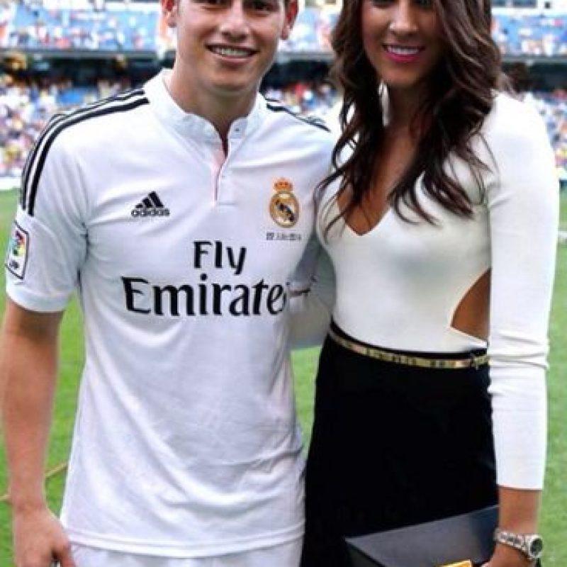 Tal vez el outfit que más dio de qué hablar fue cuando oficializaron a James Rodríguez en el Real Madrid. Foto:Instagram Daniela Ospina