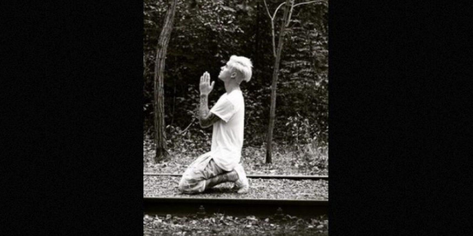 1. La estrella de pop visitó el santuario de Yasukuni en Japón, por lo que publicó dos fotografías que causaron polémica en las redes sociales, pues el santuario rendía honor a todos los caídos de Japón inluídos los criminales de guerra durante la segunda Guerra Mundial. Foto:Instagram/justinbieber