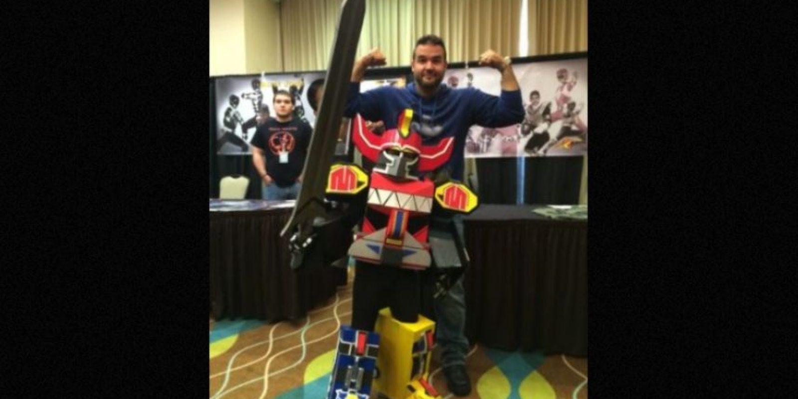 """Hoy en día, el actor se dedica a vender mercancía del """"Power Ranger"""" rojo y asiste a convenciones para convivir con los fans. Foto:Facebook/AustinSTJohn"""
