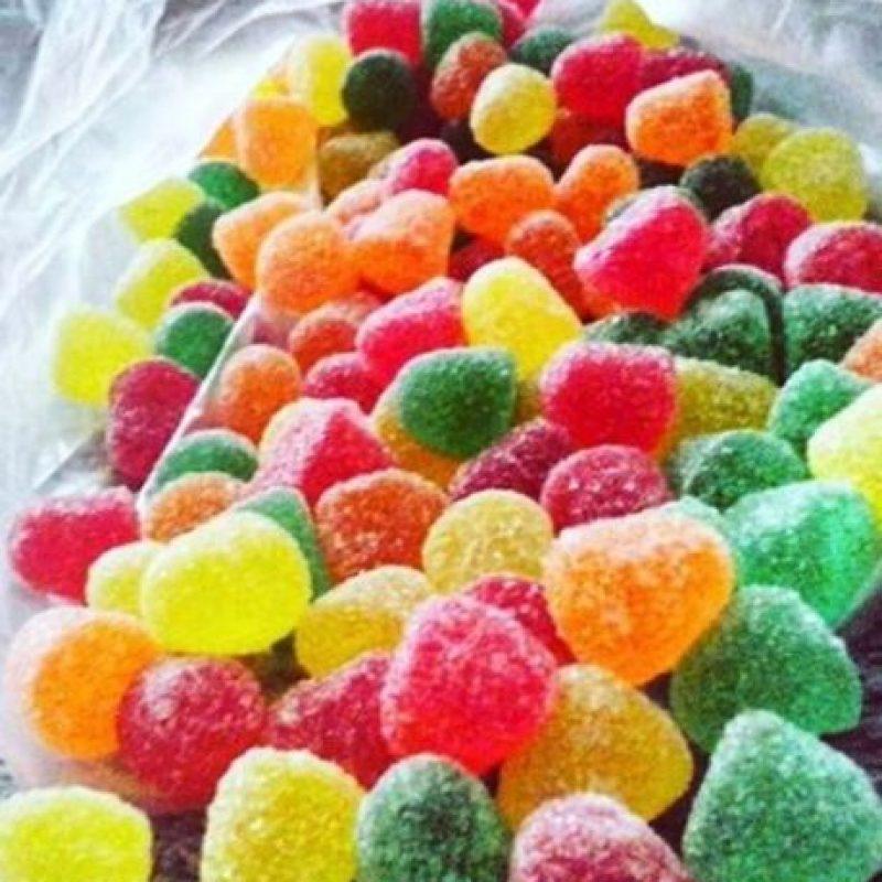 Pero estos dulces de colores cuentan con una gelatina amarillienta e insípida que proviene de… Foto:vía instagram.com
