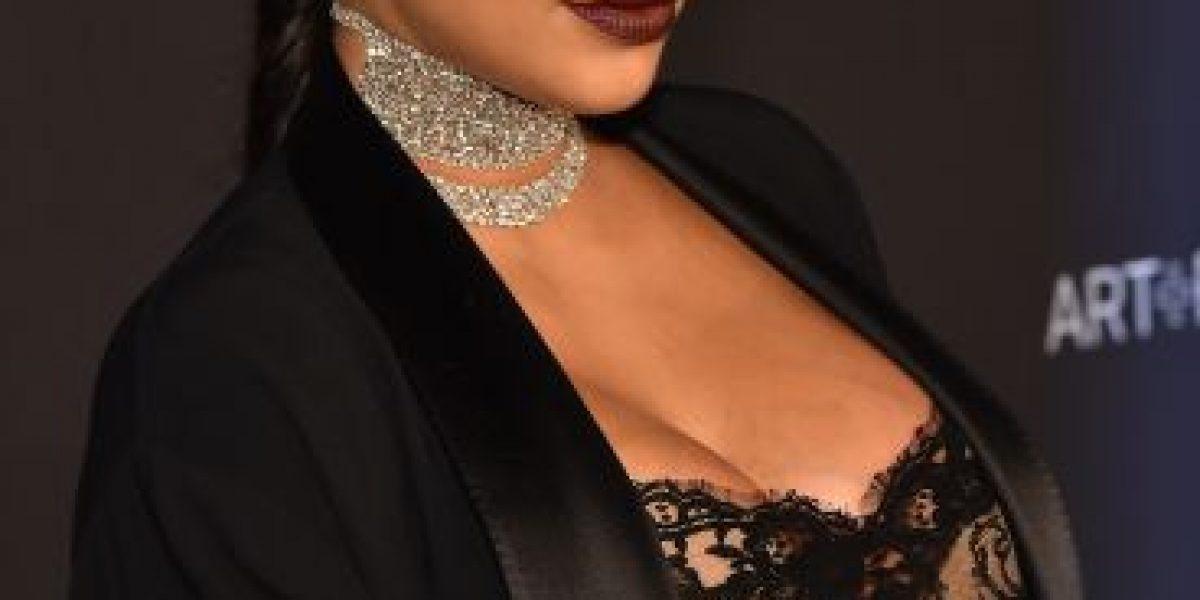 Con transparente vestido, Kim Kardashian presume su último mes de embarazo