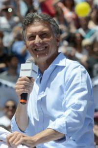 Después de que Mauricio Macri sorprendiera como vencedor, Scioli le propuso debatir Foto:AFP