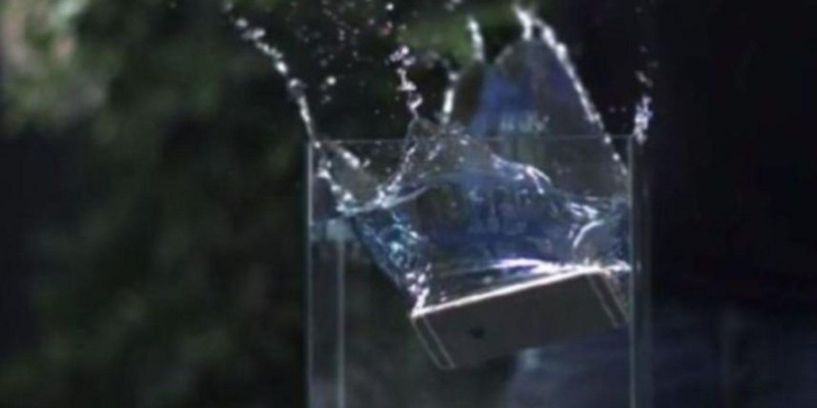 4- Simplemente no pudo ante el agua. Foto:Rated RR / YouTube