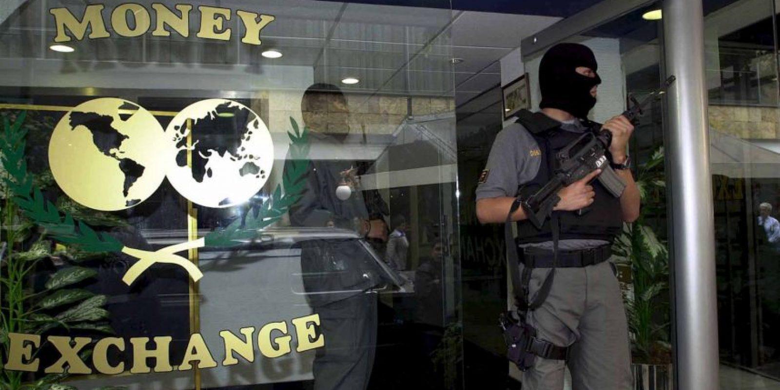 Otro método es el lavado de dinero realizado directamente en bancos Foto:Getty Images