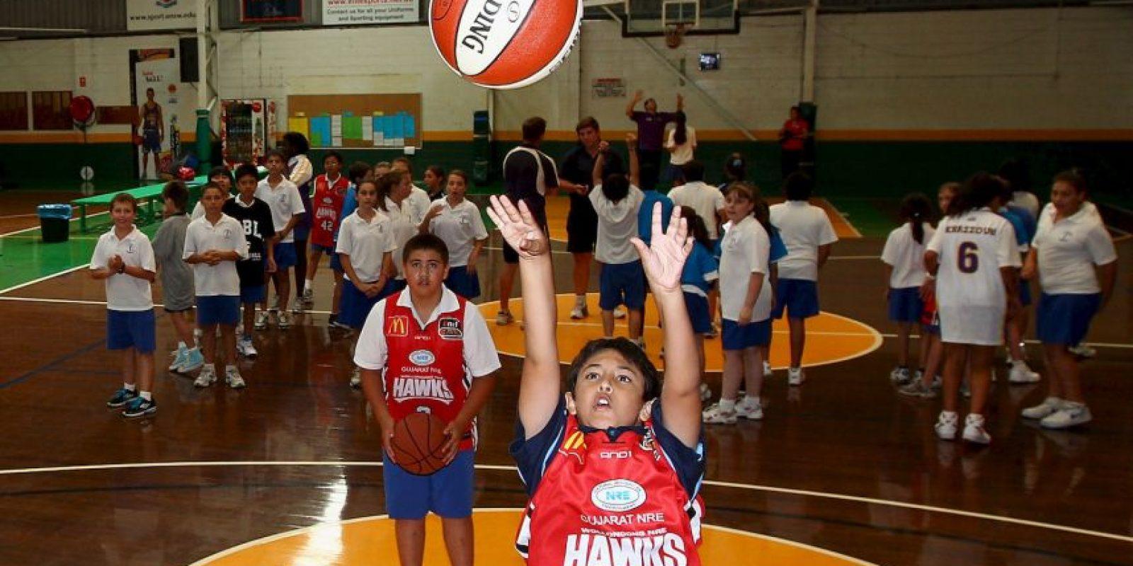 Un entrenador de baloncesto fue asesinado por dejar a una niña fuera de su equipo de basquetbol. Foto:Getty Images