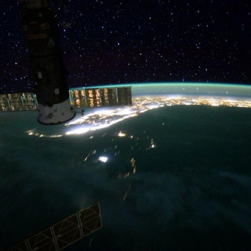 10. Los científicos creen que hay más de 100 mil piezas de desechos orbitales más grande que una moneda. Foto:Vía Instagram.com/stationcdrkelly