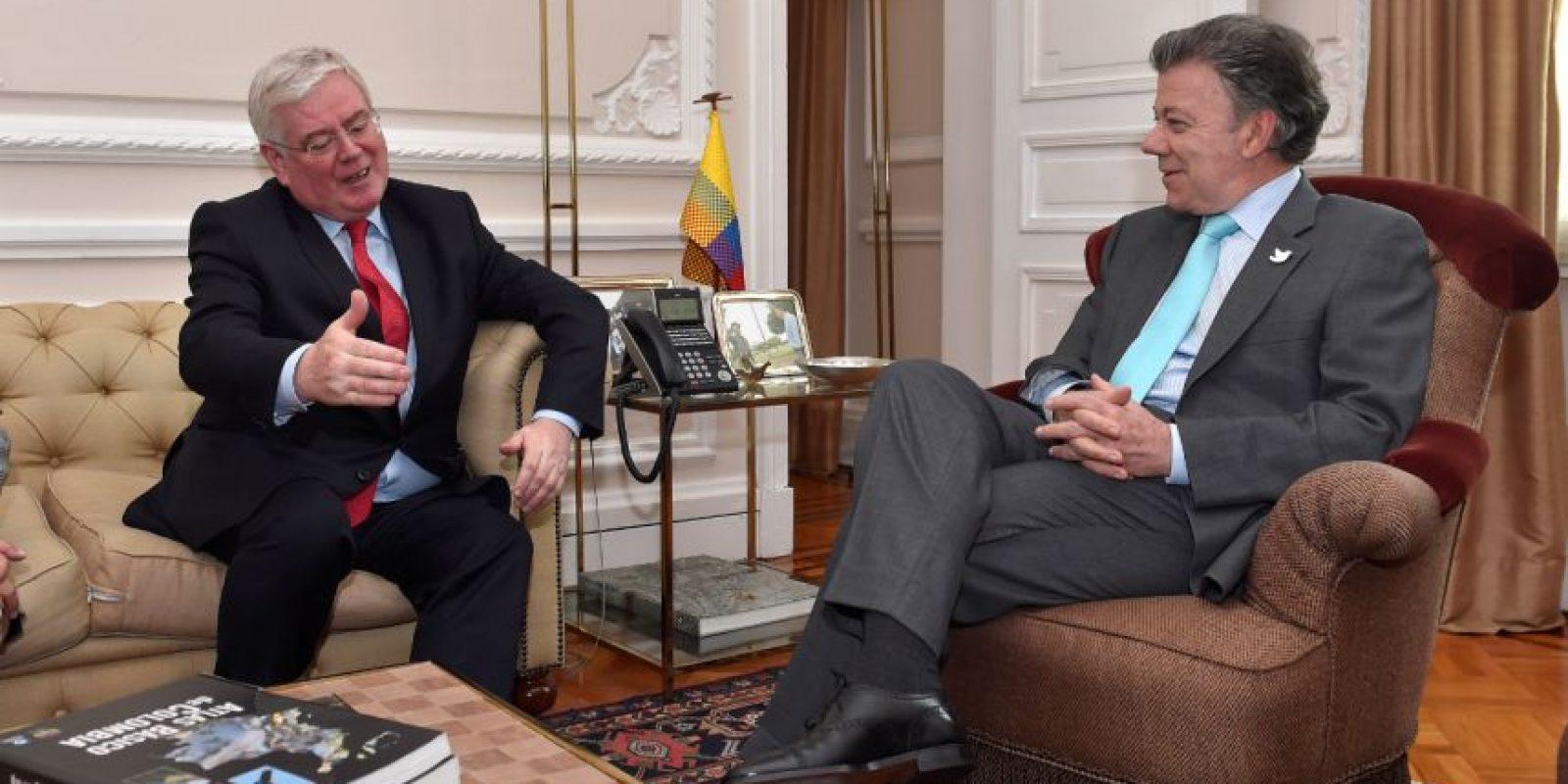 El presidente Juan Manuel Santos se reunió con el enviado especial de la Unión Europea (UE) para la paz de Colombia, el ex viceprimer ministro irlandés Eamon Gilmore. Foto:Presidencia
