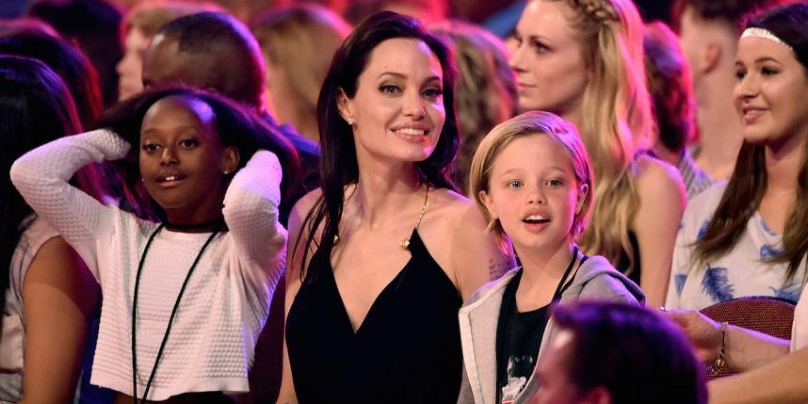Zahara y Shiloh con su madre en los premios Nickelodeon Kids Choice Awards de este año. Foto:Getty Images