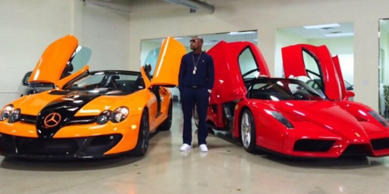 El exboxeador gusta mostrar sus automóviles último modelo Foto:Vía instagram.com/floydmayweather