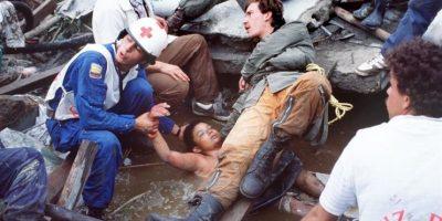 La imagen de Omaira Martínez atrapada entre el lodo conmovió al mundo entero en 1985 Foto:EFE