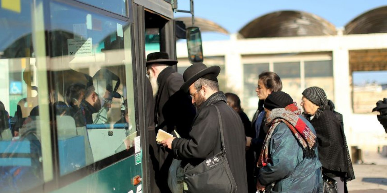 Mientras esperaba por su autobús no vio nada sospechoso. Foto:Getty Images