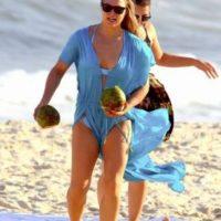 En Rio de Janeiro fue captada luciendo este bikini azul. Foto:Grosby Group