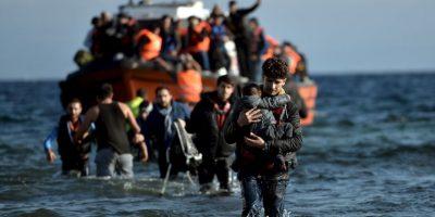 Migrantes y refugiados a su llegada a Grecia. Foto:AFP
