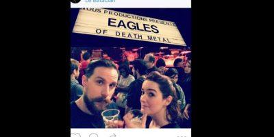 """Muchos parisinos se preparaban para el concierto de la banda """"Eagles of Death Metal"""". Este Instagramer, juistviking, estaba justo antes de la tragedia. Ahora su foto se hizo viral y todos ruegan porque no haya muerto. Foto:vía Instagram"""