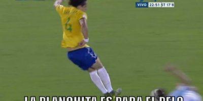 David Luiz fue expulsado. Foto:memedeportes.com