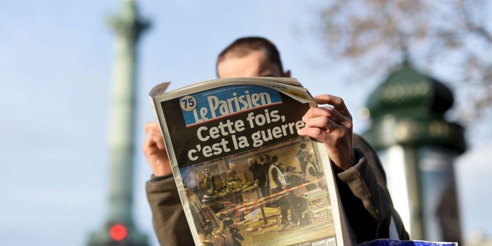 """""""Esta vez se trata de la guerra"""", escribió el diario """"Le Parisien"""" en su portada. Foto:Getty Images"""