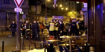 Las primeras escenas de los ataques. La gente afuera. Foto:vía Twitter
