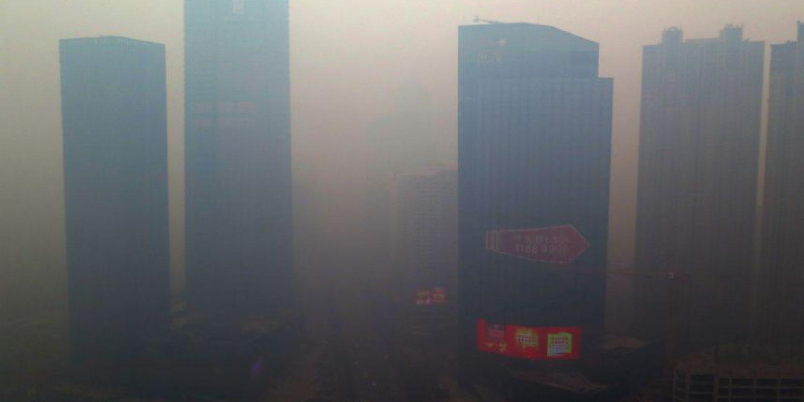 Esta semana la contaminación en China alcanzó niveles 56 veces más peligrosos que los que permite la OMS. Foto:AFP