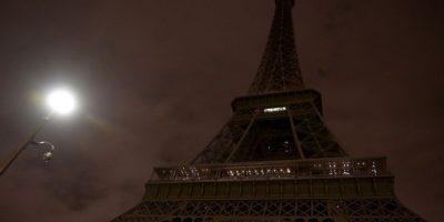 En las noches ha permanecido apagada a modo de duelo por las víctimas de los atentados. Foto:AFP