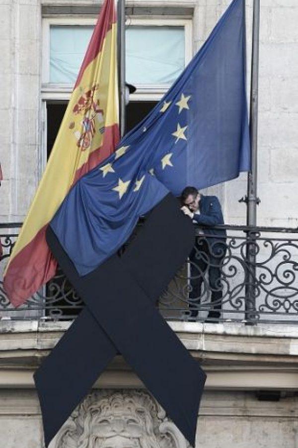 ESPAÑA: Moño negro en señal de luto por las víctimas. Foto:Getty Images
