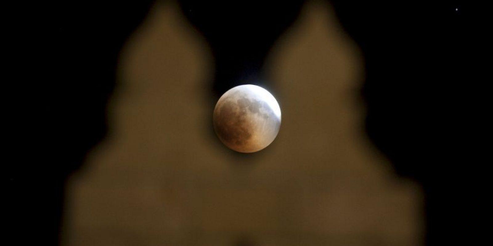 """Otro pasaje bíblico habla de algo parecido: """"Y miré cuando él abrió el sexto sello, y he aquí fue hecho un gran terremoto; y el sol se puso negro como un saco de silicio y la luna se puso toda como sangre"""", cita Apocalipsis 6:12. Foto:Getty Images"""