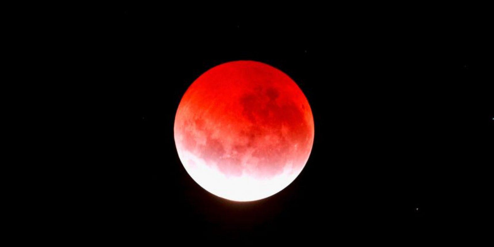 """De acuerdo con los intérpretes de la Biblia, el """"Día Grande de Yaveh"""" habla del final del mundo, el cual sucedería después de la luna se convirtiera en sangre. Foto:Getty Images"""