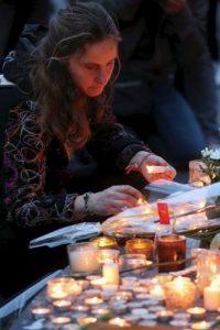 Los lugares más concurridos de París este sábado fueron los que recibieron al menos seis ataques terroristas la noche del viernes. Foto:Getty Images