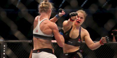 """La excampeona mundial de boxeo conectó varias veces a """"Rowdy"""" y con sus movimientos, evitó que ser golpeada.q Foto:Getty Images"""