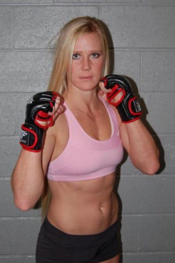 En las artes marciales mixtas tiene un récord de 10 victorias y 0 derrotas Foto:hollyholm.com