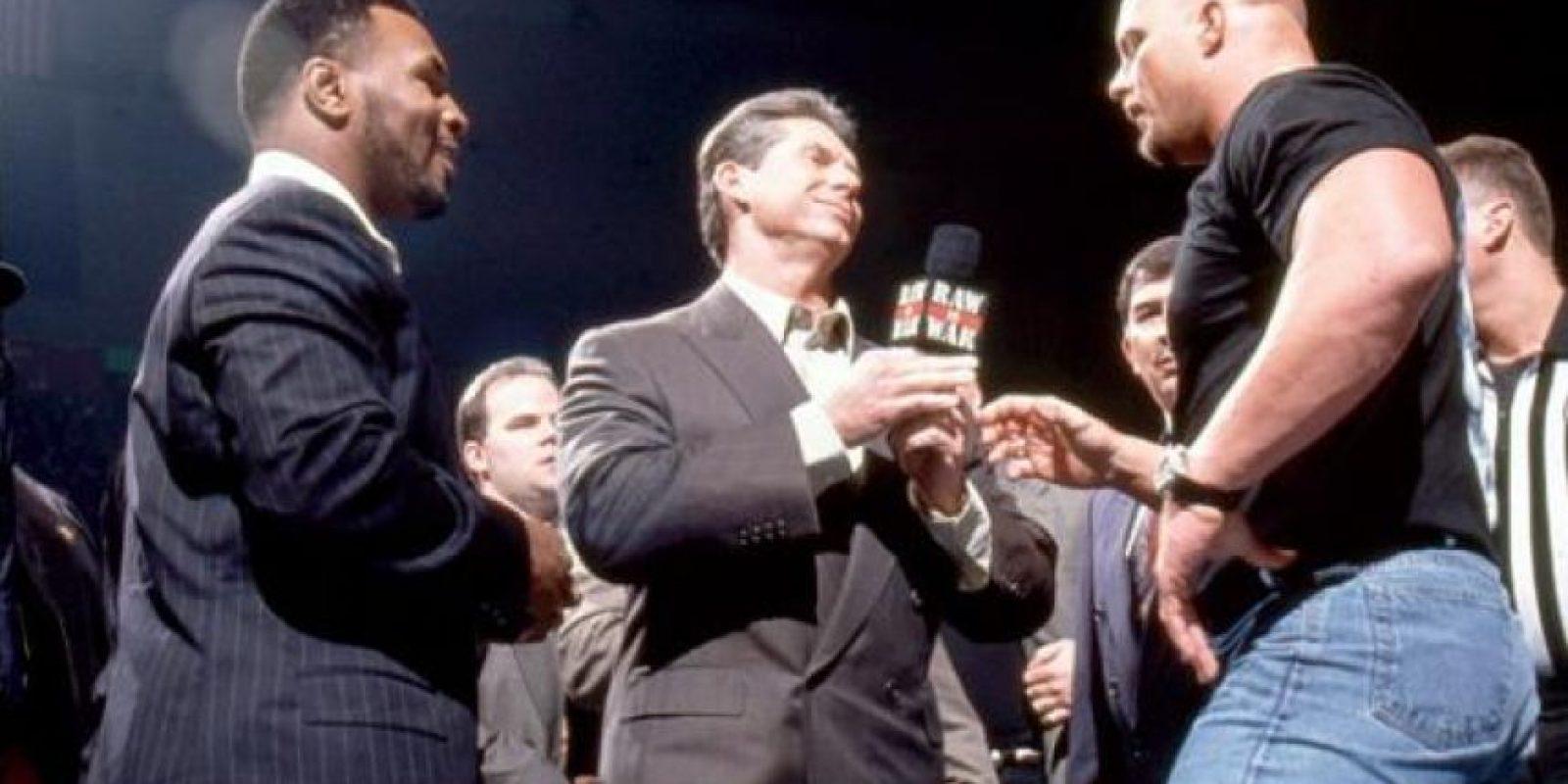 En 2010 fue anfitrión invitado en Raw, y de paso golpeó a Chris Jericho y discutió con Sheamus. Foto:WWE