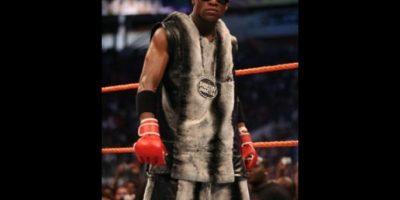 """En 2008, """"Money"""" se enfrentó nada más y nada menos que a Big Show, el gigante luchador de la WWE. Foto:WWE"""