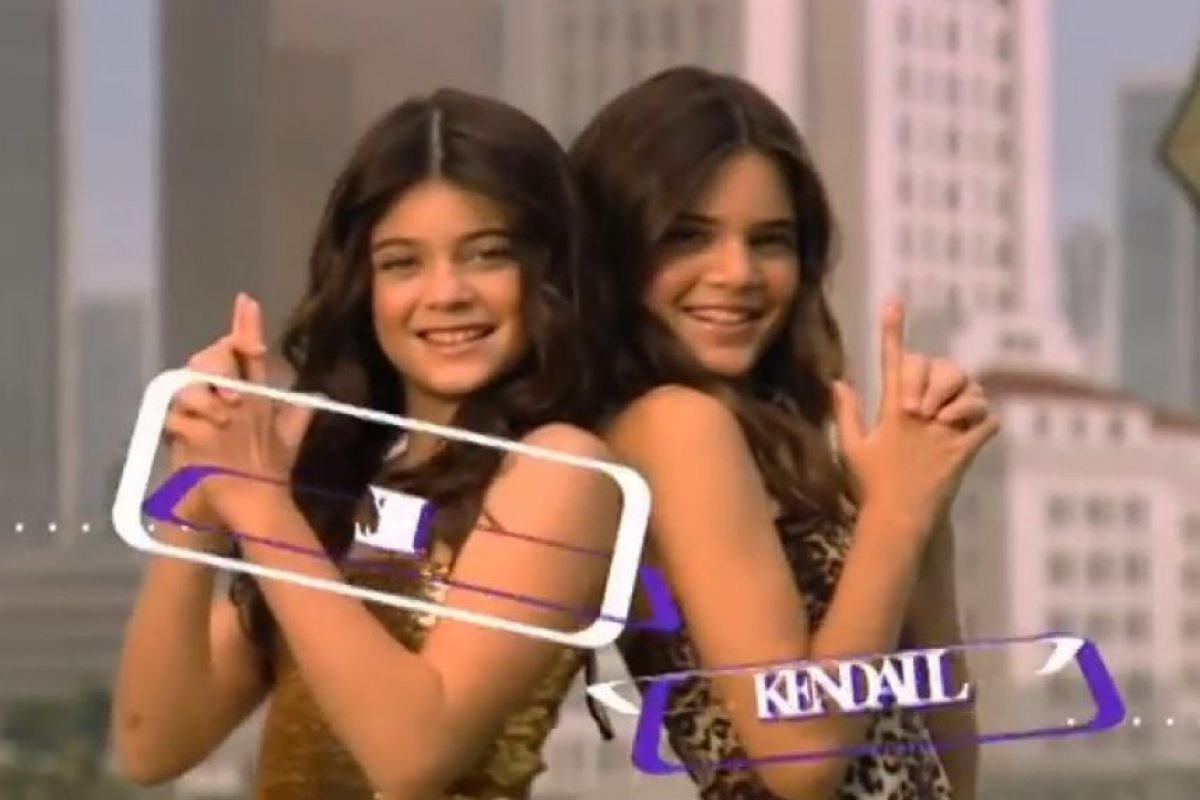 Kylie y Kendall Jenner, las pequeñas hermanastras. Foto: E! Entertainment