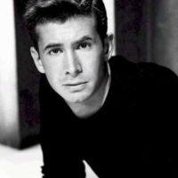 Días previos a su muerte, el actor redactó un comunicado para confesar que padecía este mal. Foto:IMDB