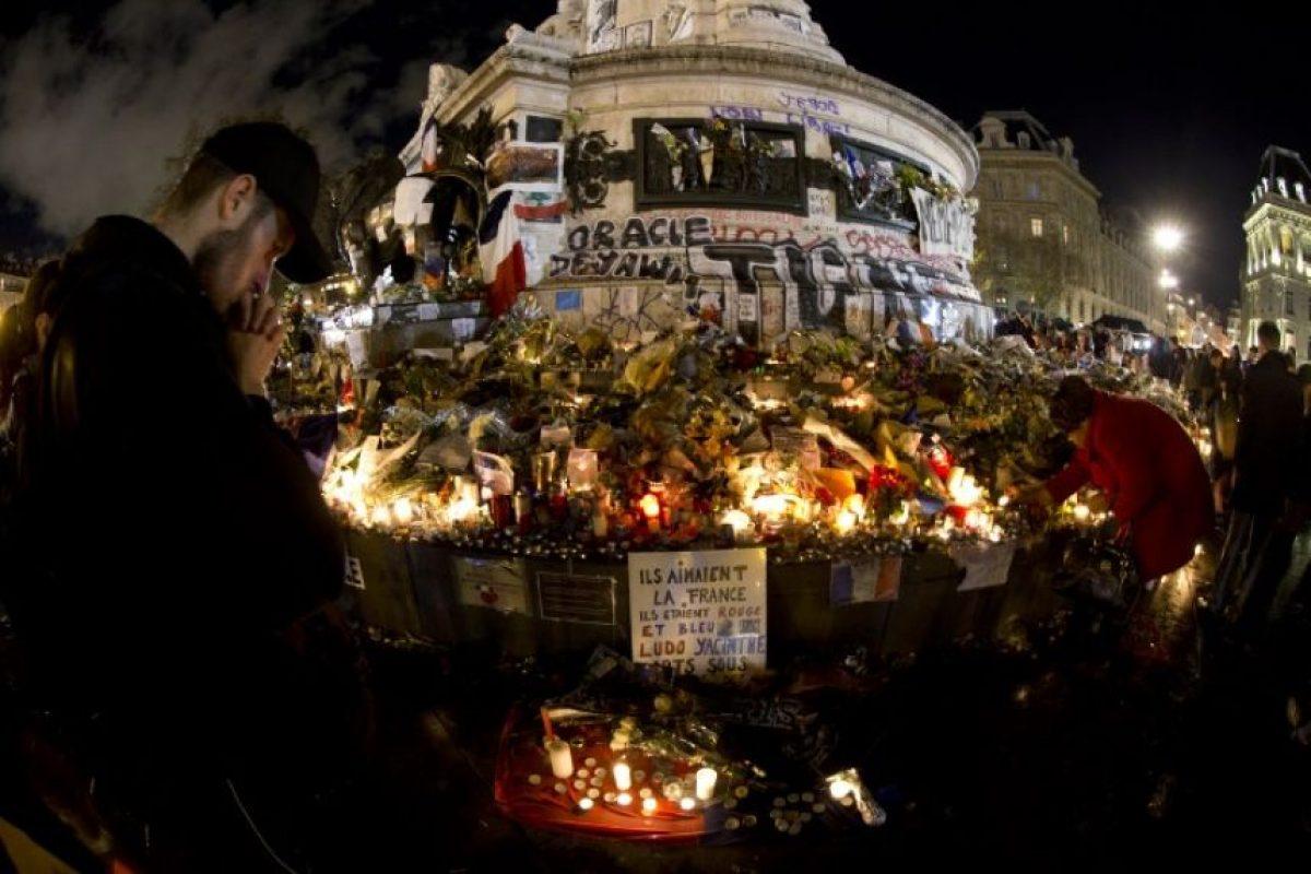 En las calles hay veladoras y flores Foto:AFP
