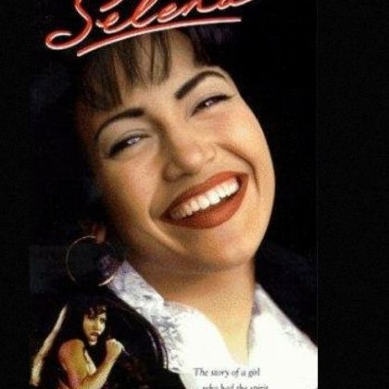 "En 1997, JLo consiguió su primer papel protagónico al interpretar a la ""reina del tex-mex"", la fallecida cantante, Selena Quintanilla. Foto: IMDB"