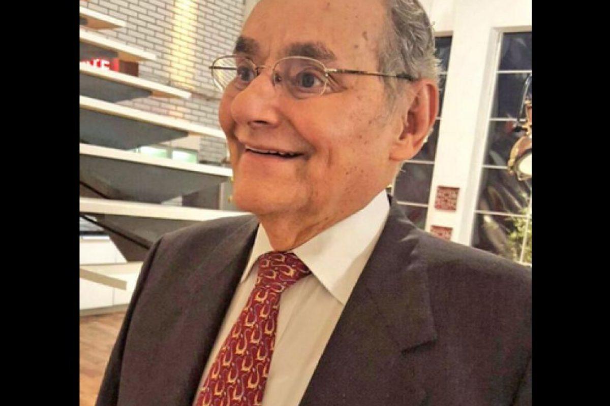 Con esta imagen el senador se mostró en Twitter sin su bigote Foto:Twitter – @HoracioSerpa
