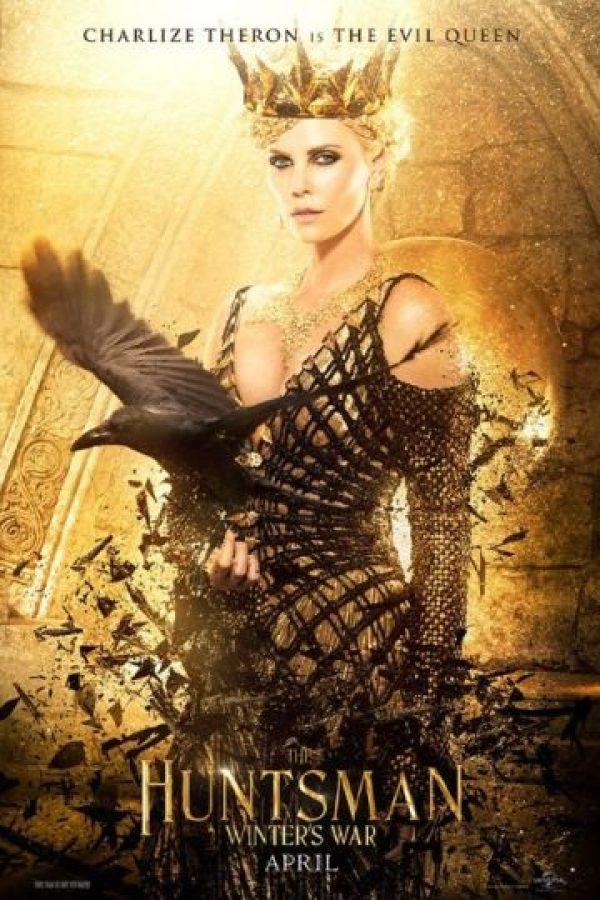 "Charlize Theron es ""La Malvada Reina"" Foto:Universal Pictures"