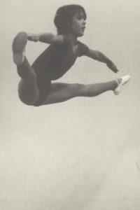 """""""Desearía todavía poder hacer esto, pero al menos tengo pruebas de que alguna vez fui gimnasta"""", escribió en Instagram Foto:Instagram/salmahayek"""