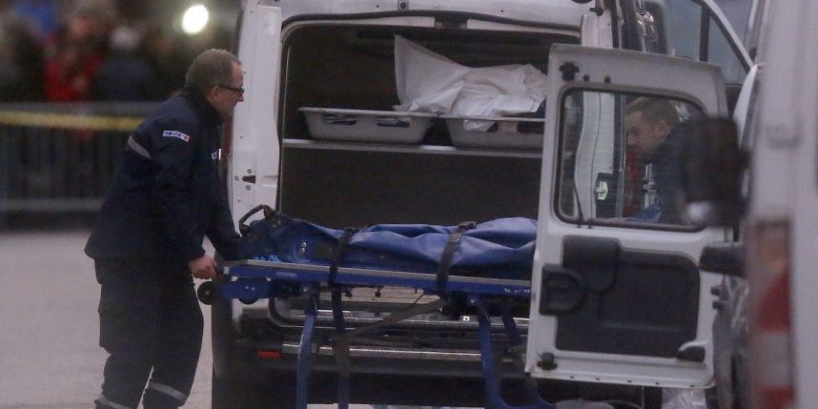 Entre los fallecidos hay una mujer que detonó un cinturón con explosivos que tenía puesto. Foto:AP