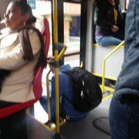 ¿Quién está mal sentado? Foto:Transmileniadas fotográficas / Facebook