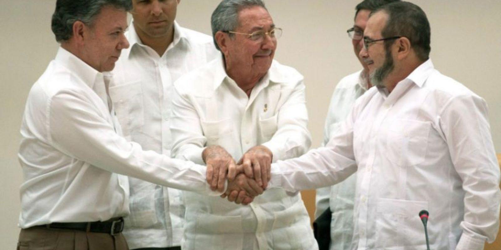 El 23 de septiembre pasado, Juan Manuel Santos y 'Timochenko' pactaron el acuerdo inicial en materia de justicia transicional. Foto:Archivo