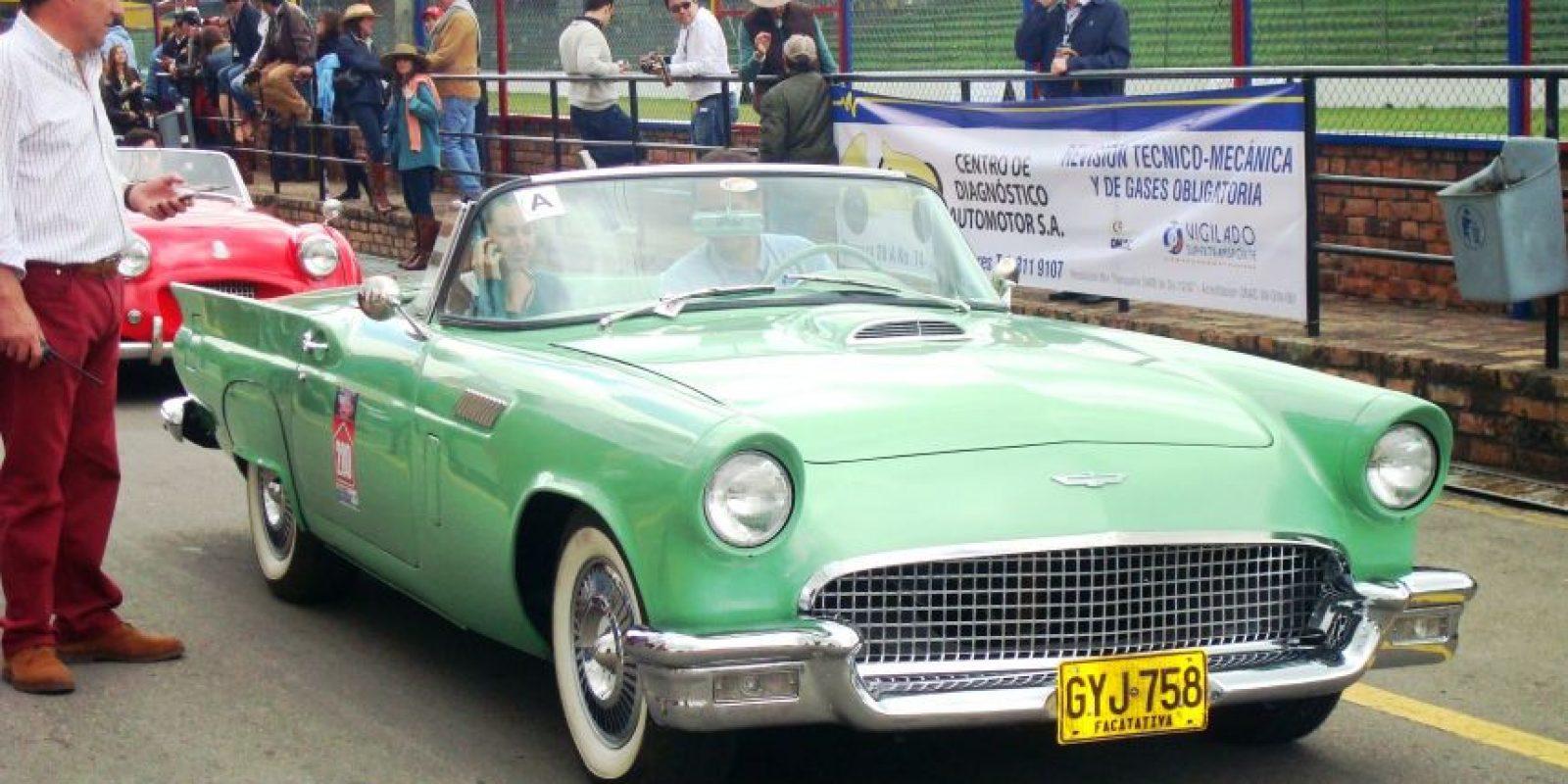 Este Ford Thunderbird, que participó en el Circuito de San Diego a finales de los años 50, también estará exhibido en el Centro Comercial Fontanar. Foto:Cortesía